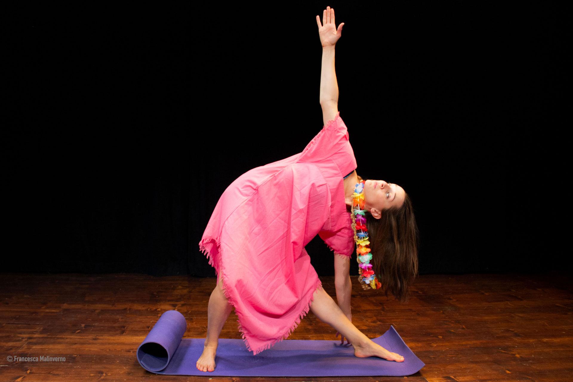 Valeria Girelli durante una delle repliche a teatro dello spettacolo Senza Zuccheri Aggiunti